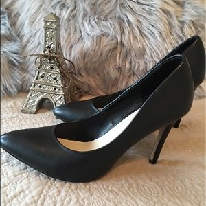 🌺Super cute Black heels size 8